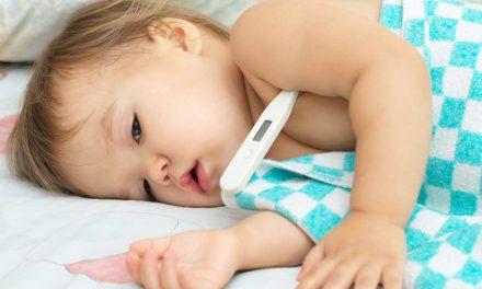 Cara Kak Erin Redakan Bayi Demam Malam